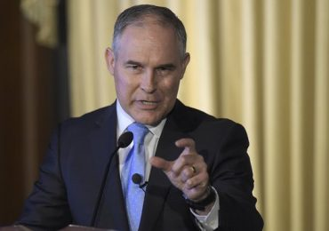 New EPA head Scott Pruitt's emails reveal close ties with fossil fuel interests